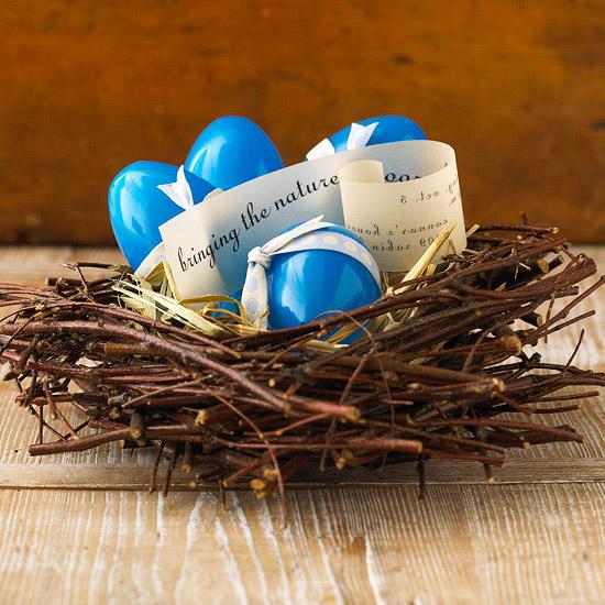 glanzvolle blaue kunstliche ostereier nest deko idee