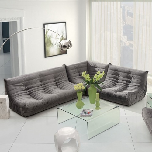 ein praktisches sofa, das alle ihren freunde versammelt
