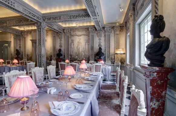 griechisch interieur designs im restaurant tischlampen
