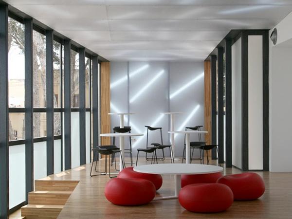 hellrote sitzkissen wohnzimmer idee design interessant
