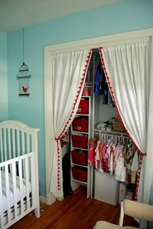 hinter vorhänge kleiderschrank kinderzimmer wandschrank idee aufbewahren