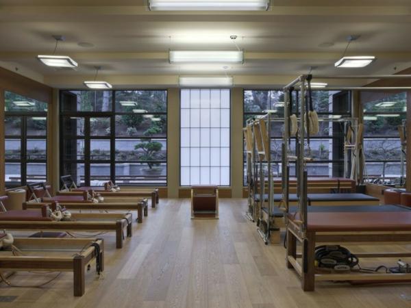 hotel fitnessstudio modern hell