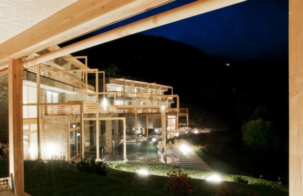 Faszinierendes Hotel Valentinerhof gebirge baukonstruktion nachts
