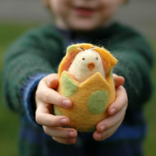 kinder spiel idee fest ostern eierschale kükchen