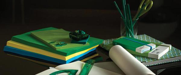 interior design in smaragdgrün aktuell modern deko elemente