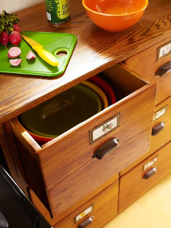küchenbereich holz lackiert gemüse lagerung plastisch schalen