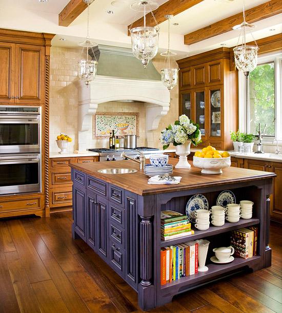 kücheninsel inspiration lila offene schubfächer hängelampen