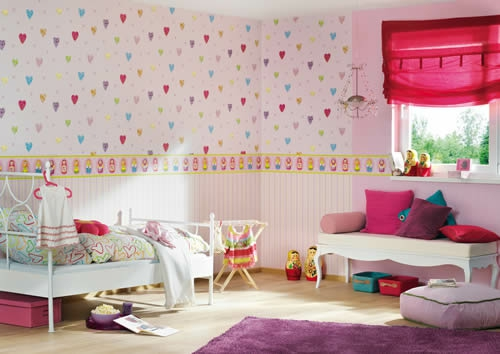 kinderzimmer design tapeten rosa herzen kissen mädchen spielzeuge