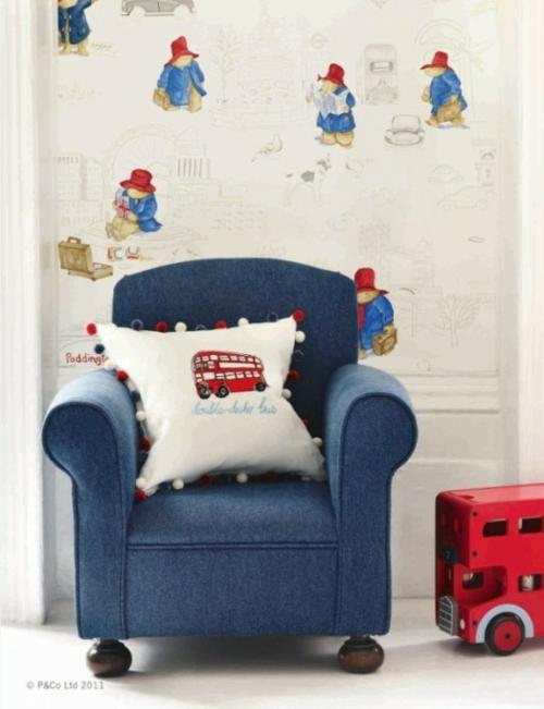 babyzimmer im britischen stil eingerichtet sessel blau