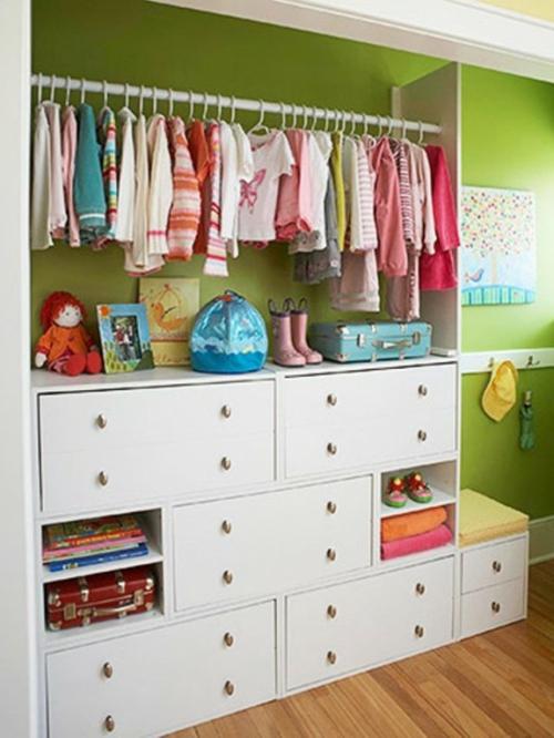 ... Frage – Wie kann man den Wandschrank im Kinderzimmer organisieren