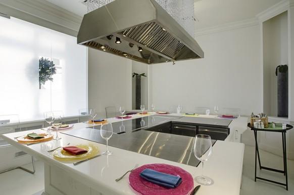 klein interieur designs im restaurant futuristisch originell