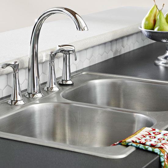 Kompakte Küchen, die die kleine Fläche größer aussehen lassen ~ Spülbecken Doppelt Edelstahl