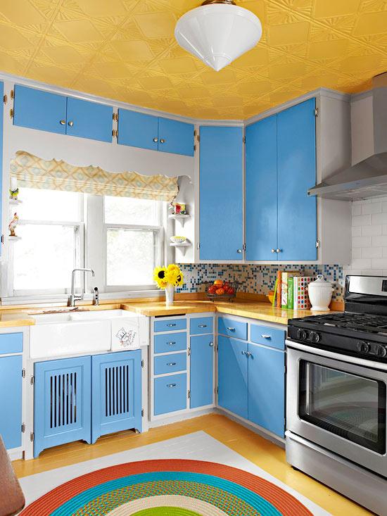 kompakte küchen oberfläche blau auffallend