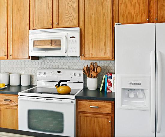 kompakte küchen weiß küchenspiegel holz