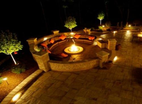lichtinstallation im garten romantische angenehme abende da genie en. Black Bedroom Furniture Sets. Home Design Ideas