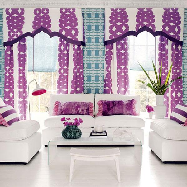 Schwarz Weiß Vorhänge In Einem Modernen Interieur 21: Lila Farbschema Für Die Wohneinrichtung Ausprobieren