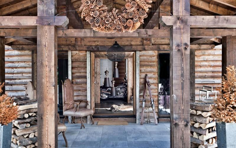 luxuriöse berghütte one oak combloux holz eingang