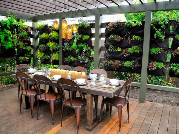 massivholzmöbel-holzboden-pergola-außendesign
