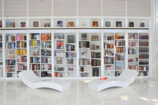 minimalistisches hotel design the library bibliothek liege