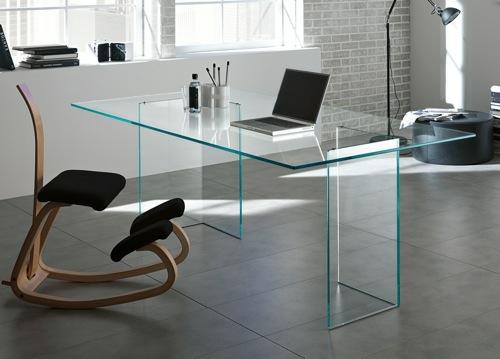 extravaganter schreibtisch aus durchsichtigem glas originelle ideen. Black Bedroom Furniture Sets. Home Design Ideas