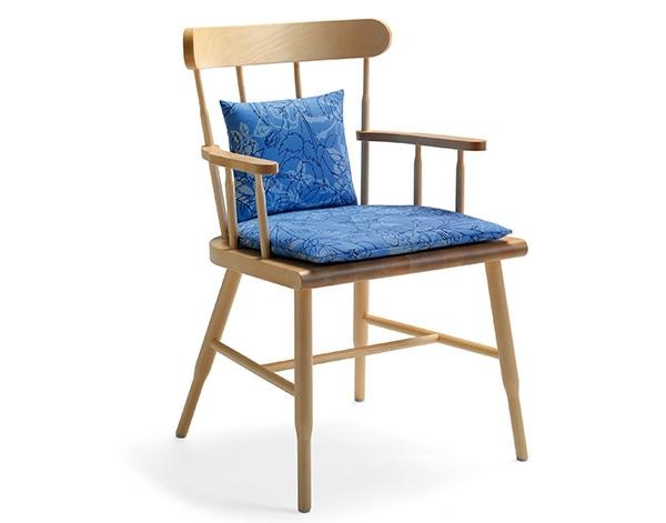 nordische wohnzimmer ideen design stuhl auflage blau