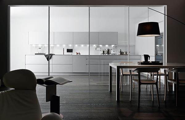 offene bereiche haus raumteiler glasscheibe küche essbereich