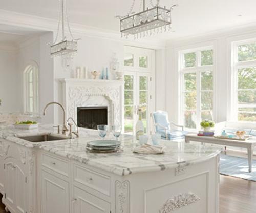 offene küchen ornamente details weiß klassich einbaukamin