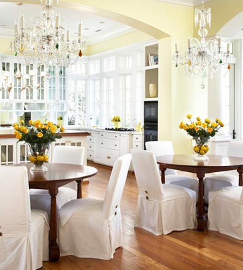 offene küchen weiß esszimmer raum klassisch gestaltung blumen gelb