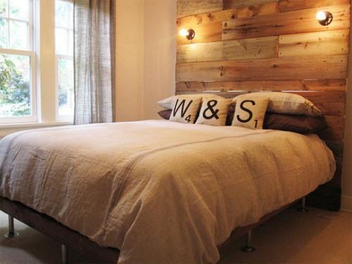 Altmodisch Wirkendes Schlafzimmer Mit Altholz Kopfbrett