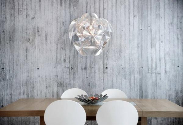 originelle betontapeten schlicht holz esstisch plastisch stühle