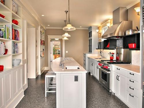perfekte kücheninsel halbinsel sitzplütze regale spülbecken