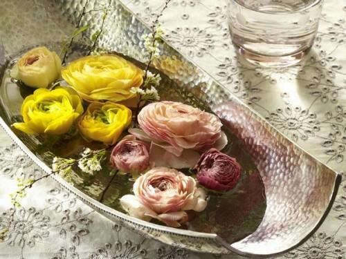 romantisch tisch verzierung rosenblüten