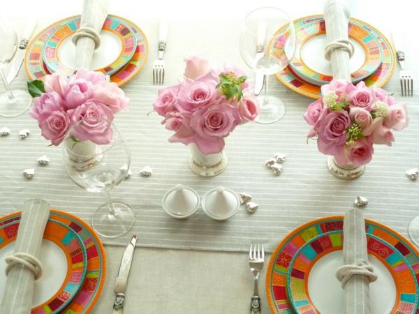 rosen tischdeko idee originell angenehm arrangieren frühling