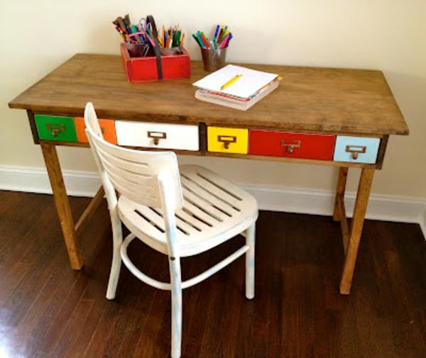 Am santer tisch zum spielen tolle ideen f r das kinderzimmer for Kleiner weisser schreibtisch