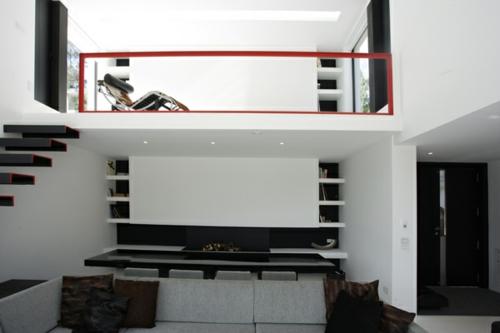 schickes interior design treppen minimalistisch rot akzente