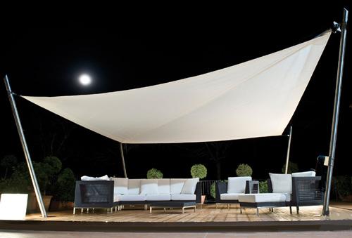 sonnensegel im hinterhof von corradi sch tzendes design. Black Bedroom Furniture Sets. Home Design Ideas