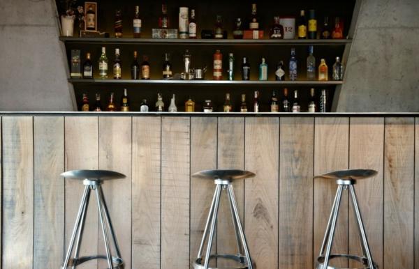Spanisches Hotel Viura  designhouses architektur bar stühle