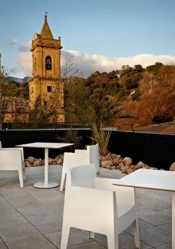 Spanisches Hotel Viura designhouses kirche