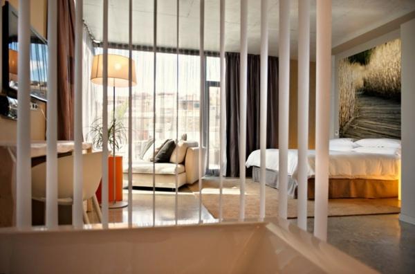hotel spanien dorf designhouses schlafraum fensterladen