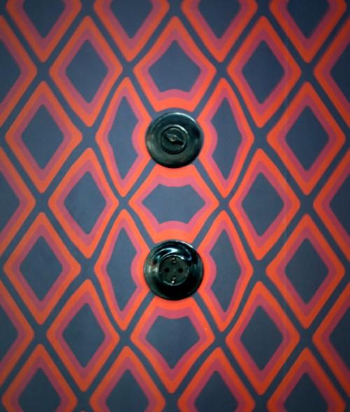steckdosen rautenförmig rot blau schwarz klassisch rund Surrealistische Tapeten