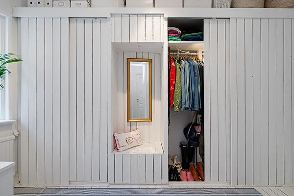 stilvolle einrichtung apartment weiß göteborg holz kleiderschrank
