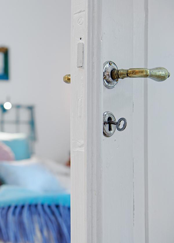 stilvolle einrichtung apartment weiß göteborg schlafzimmer tür