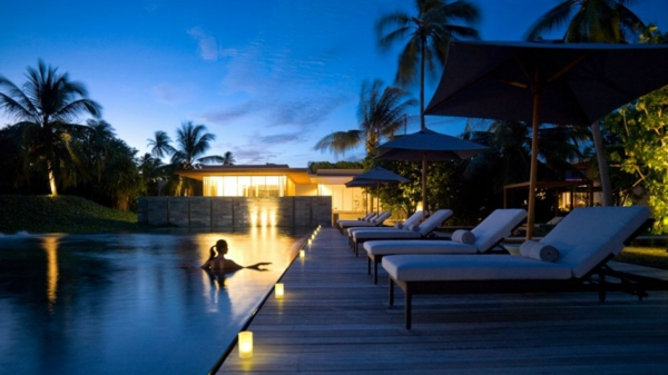 swimmingpool nacht beleuchtung