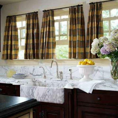 traditionell gardinen kariert dunkle oberfläche küche