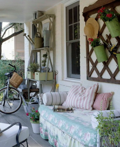 veranda deko ideen frühling sonnenterrasse bequem sofa