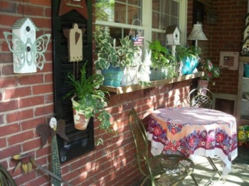 veranda deko ideen zu ostern ziegalmauer tischdecke außenmöbel