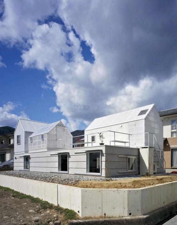 Weißes, transparentes Haus asien