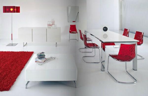 wohnzimmer deko rot teppich stühle