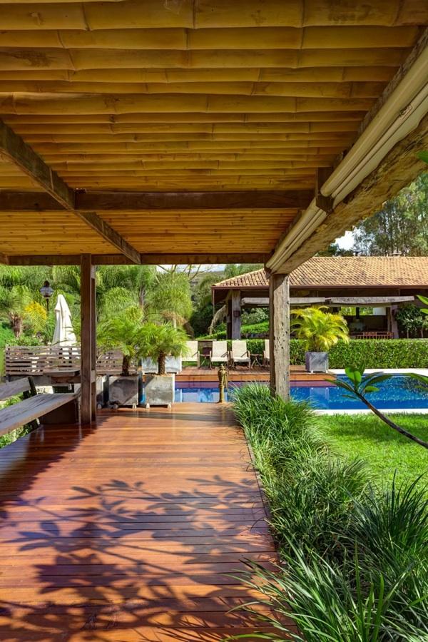 Casa Fazenda holz dach idee vordach rückzug Vorgarten und Hinterhof Ideen