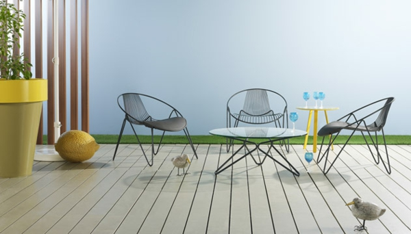 Polyrattan Gartenmöbel tisch stuhl außenbereich holz bodenbelag dekoration